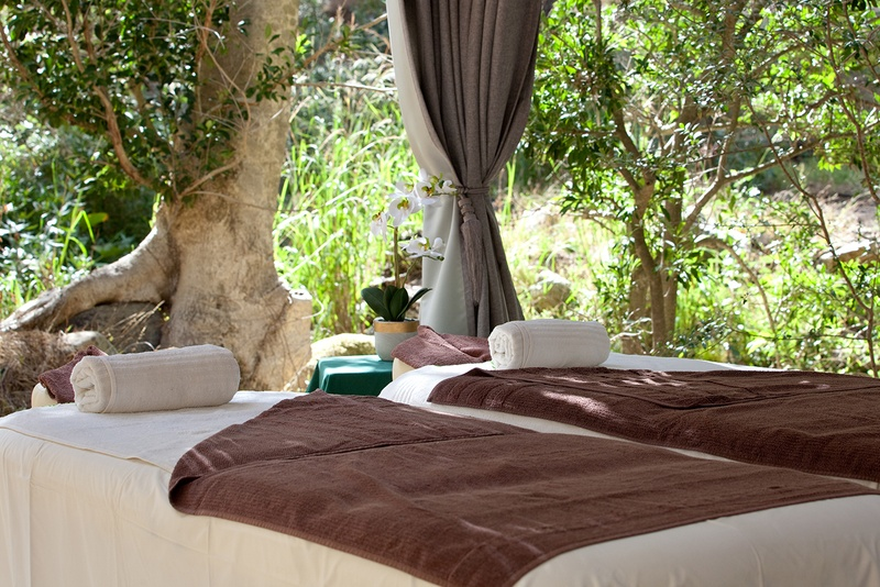 Couples massage in nature at Cascade Country Manor