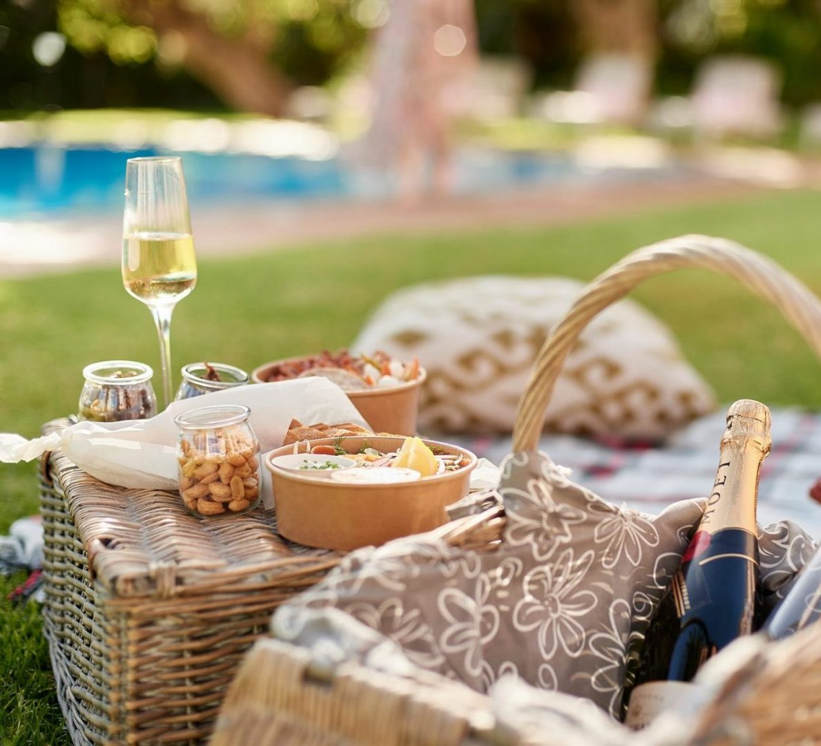 POOLSIDE PICNICS AT THE MOUNT NELSON